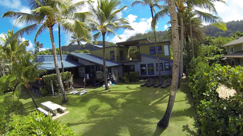 オアフ島ノースショアのビーチフロントにあるリップカールハウスの内部とは!? サーフィン動画ニュース World