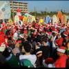 フロリダで大盛況となったクリスマスイベント「サーフィン・サンタ」