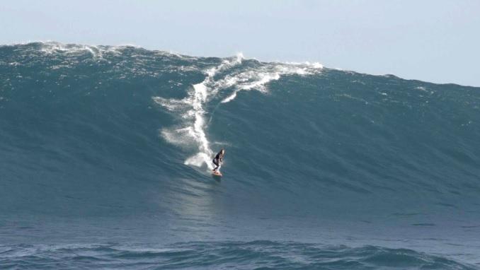 女性サーファーも攻めた西オーストラリアのビッグウェイブ:フェリシティ・パーマティア