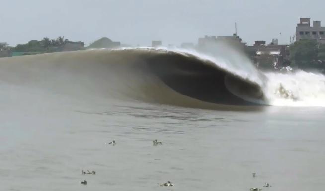 波の乗換可能なジェットサーフ!...