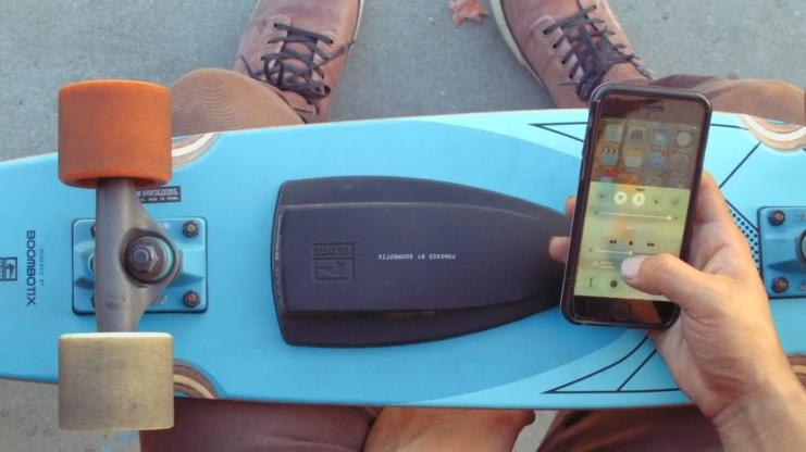グローブ スピーカー内蔵スケートボード