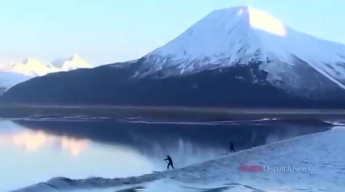 春or夏にアラスカ旅行するなら注目!あまりに美しい神秘的な潮津波