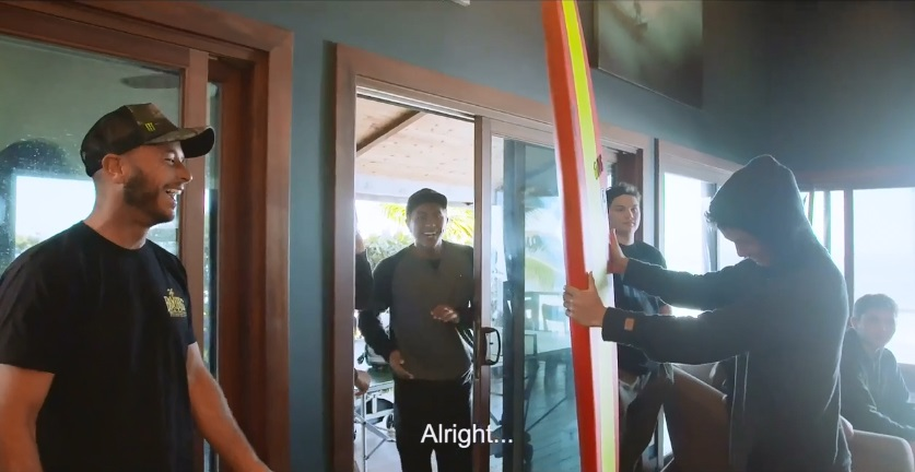 マウイ島ジョーズで初サーフさせられたセス・モニーツの「ドッキリ」ドキュメント動画