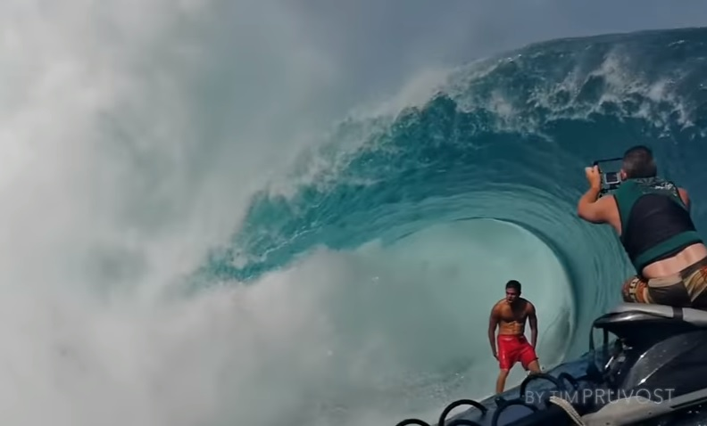 Teahupoo 2016 opening swell