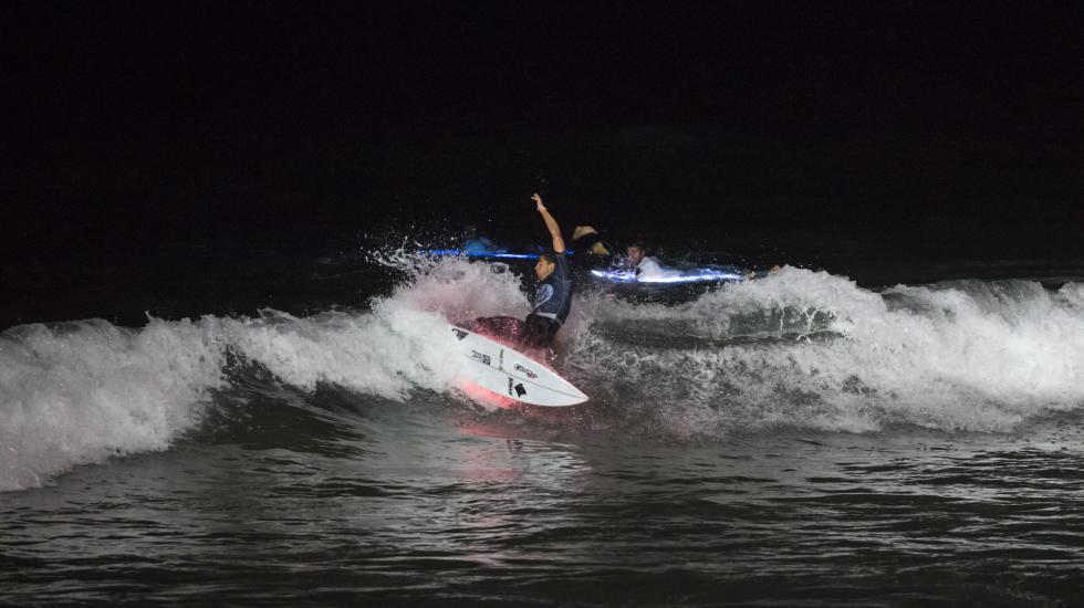 バルーン照明にLED!アングレット(フランス)で開催されたナイトサーフィンコンテスト