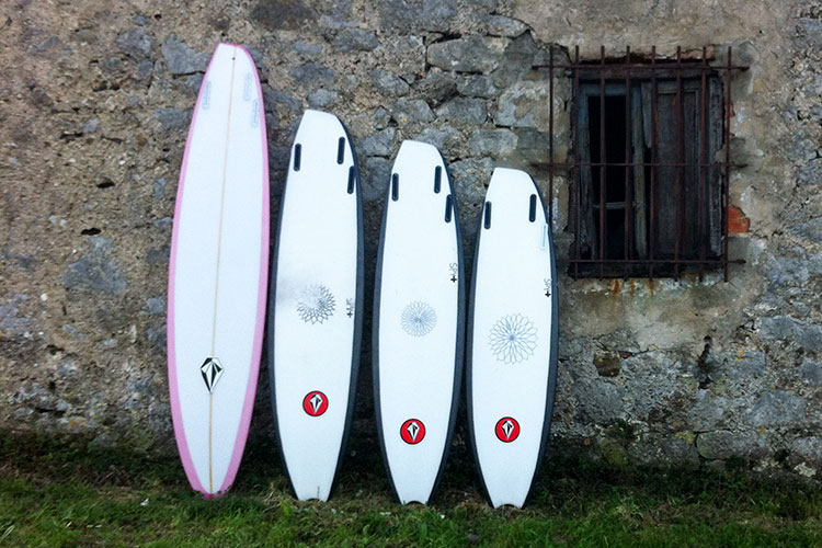 ボトム面 Photo: ryanburchsurfboards.com