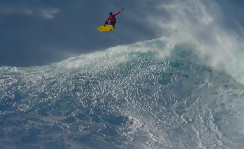 カイ・レニーがマウイ島ジョーズでエアリアル!新たな進化を見せるビッグウェイブサーフィン