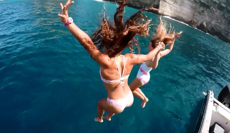 アラナ・ブランチャードなど女性トップサーファー4名のバリ島トリップをGoPro撮影