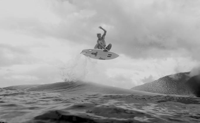 ルーキーイヤーを生き残ったジャック・フリーストーンのアートな白黒スローモーション映像