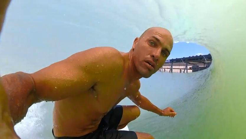 ケリー・スレーターがウェイブプールのパーフェクトバレルをGoPro撮影