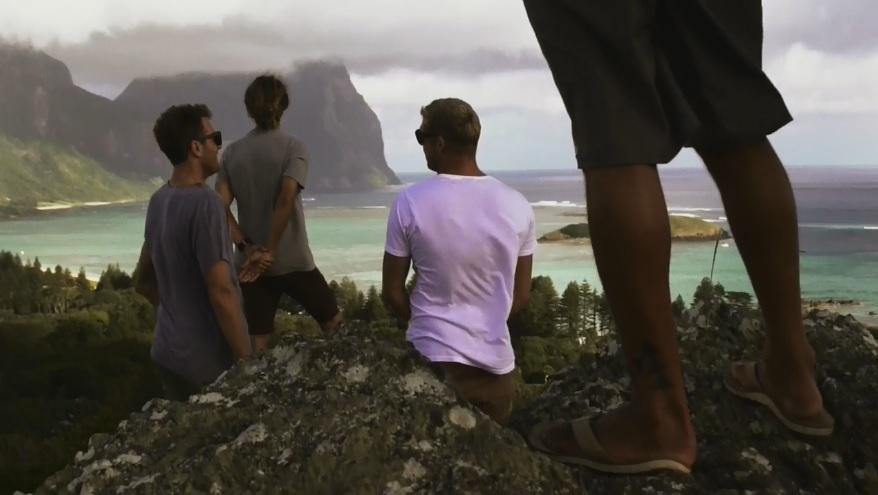 ミック・ファニングやロブ・マチャドなどリーフライダーが珊瑚海へサーフトリップ