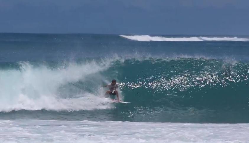 マカロニ(メンタワイ)で見せたデーン・レイノルズの強烈なバックサイドサーフィン