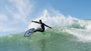 2017年シーズン前のコロヘ・アンディーノによるフリーサーフィン動画
