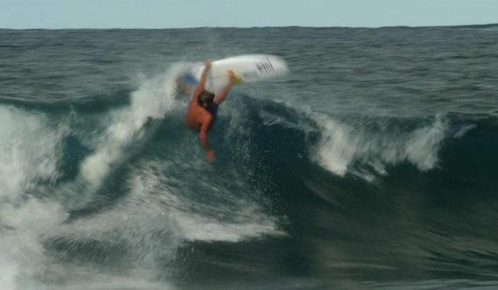 クレイ・マルゾのフリーサーフ動画!16/17年シーズンのマウイ島(ハワイ)