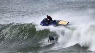 ジェットスキーとサーファーが接触寸前の事故!トウインサーフ問題@ゴールドコースト