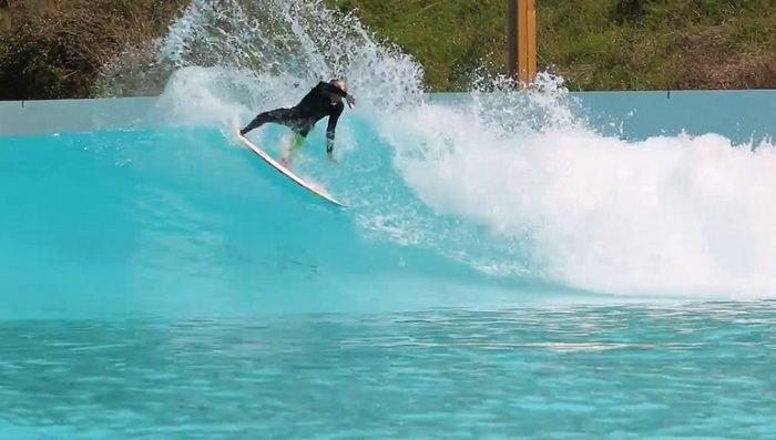 10代のマテウス・ハーディがウェイブガーデン最新造波装置「The Cove」をテストライド