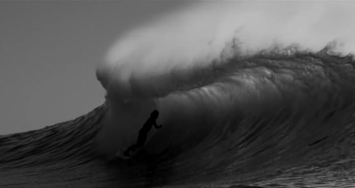 日の出前にライトを使ったアーティスティックな撮影にクレイグ・アンダーソンがトライ