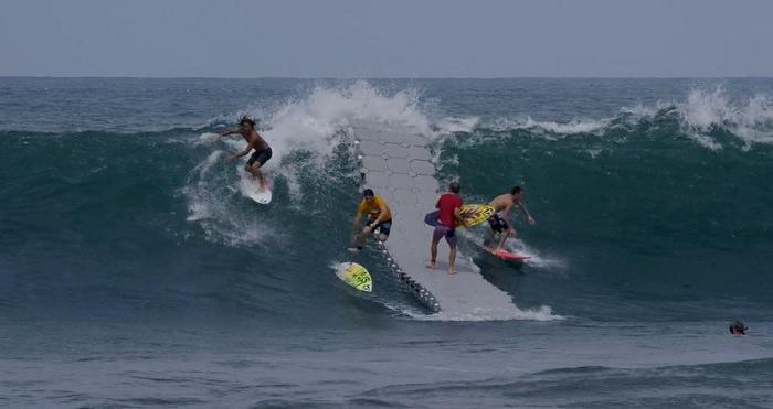 <ぶっ飛び企画>サーフィンの未来はパドル要らず!?浮きドックを使った検証動画