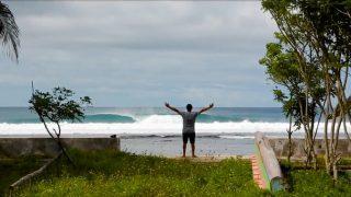 キャンプスタイルのサーフトリップ!ミカラ・ジョーンズがパプアニューギニアへ
