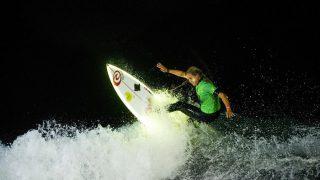 アングレット(フランス)で開催された2017年ナイトサーフィンイベント「Surf de Nuit」