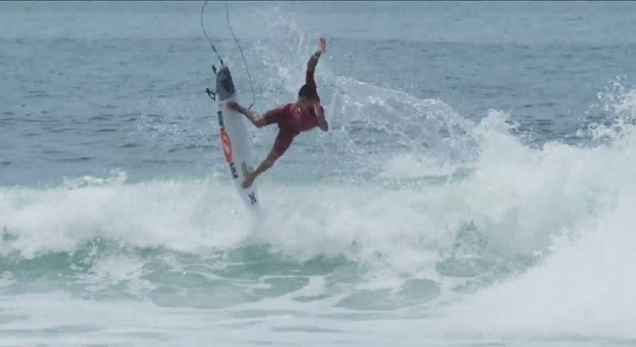 フィリペ・トレドによるローワーズ(カリフォルニア)とモルディブでのフリーサーフ動画