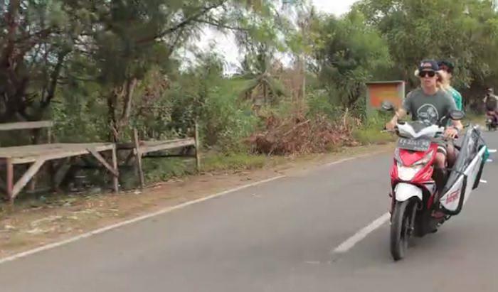 カイアス・キングによるレイキーピーク(スンバワ島)でのフリーサーフィン動画