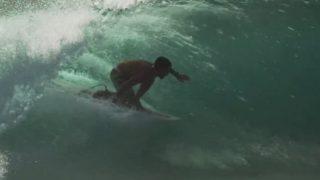 メイソン・ホーらしさが詰まったロンボク島デザートポイントでのバレルライド動画
