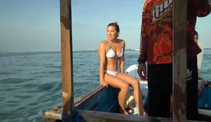 ココ・ホーがインドネシアのスンバワ島レイキーピークへ!フリーサーフィン動画