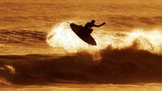 モトクロスとサーフィンを収録したマット・パレットのフリーサーフ動画@南アフリカ