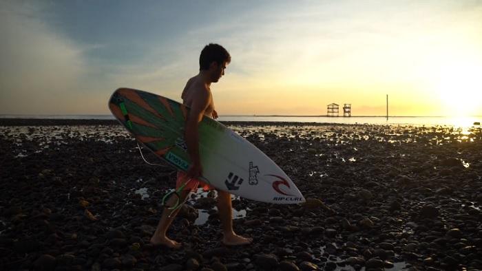 メイソンがシグネチャーモデルでインドネシアの波を切り刻む!「Voodoo Child」編