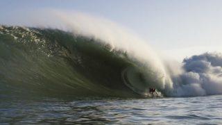 10フィートオーバーのニアス(インドネシア)!マット・ブロムリーの「Risky Ripples」