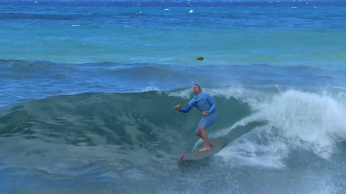 波に乗りながらココナッツジャグリング!ジェイミー・オブライエンの新サーフスタント