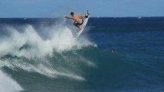 冬のオアフ島ノースショアは熱い!トッププロ集結のフリーサーフィン動画
