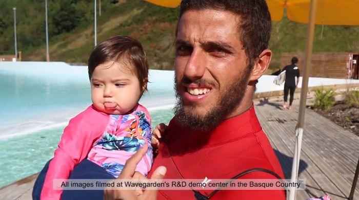フィリペなどブラジリアンCTサーファーが家族と共にザ・コーヴの人工波を満喫