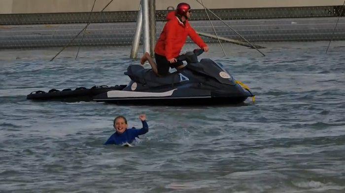 カージーの娘シエラ・カーがサーフ・ランチへ!10歳サーファーガールのライディング