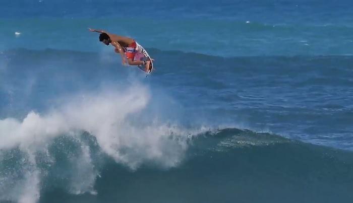 簡単そうにエアー決めまくりのイタロ・フェレイラのフリーサーフ動画@ハワイ