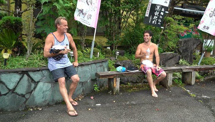 日本の台風スウェル!トム・カレンとメイソン・ホーのサーチトリップ動画