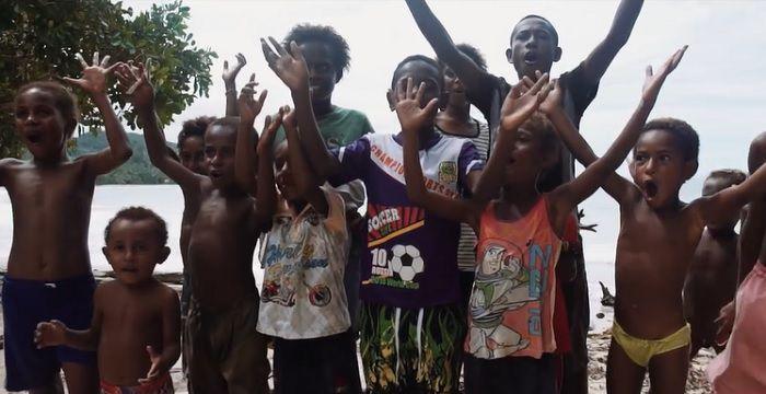 パプアニューギニアの波は?グロムサーファーによるサーフトリップ動画