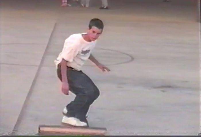 サーフィンを始める以前のデーン・レイノルズによるスケートボード動画