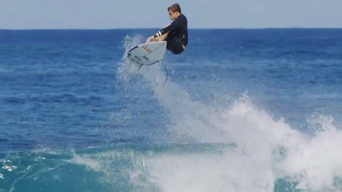 コロヘ・アンディーノによる17/18年シーズンのフリーサーフ動画@ハワイ