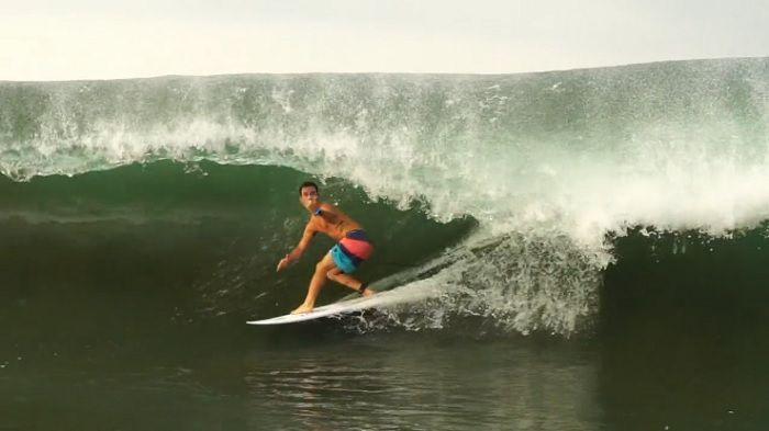 クロコダイルの巣でサーフィン!?メイソン・ホーのエルサルバドル動画