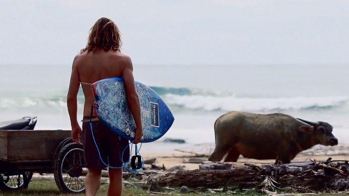 アッシャー・ペイシーがインドネシアへ!2018年4月のシメルー島動画