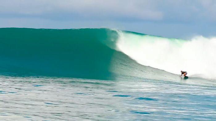 今年からフリーサーファーとなったジョシュ・カーのメンタワイでのフリーサーフ動画
