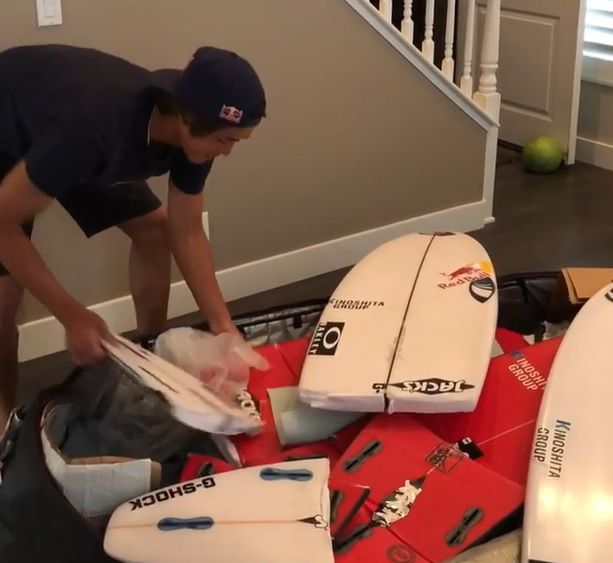五十嵐カノアのサーフボードが飛行機で真っ二つに:SNS投稿の内容