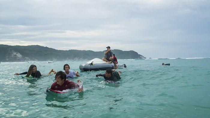 ロブ・マチャドなどリーフライダーがインドネシア僻地へ!転覆のハプニングも