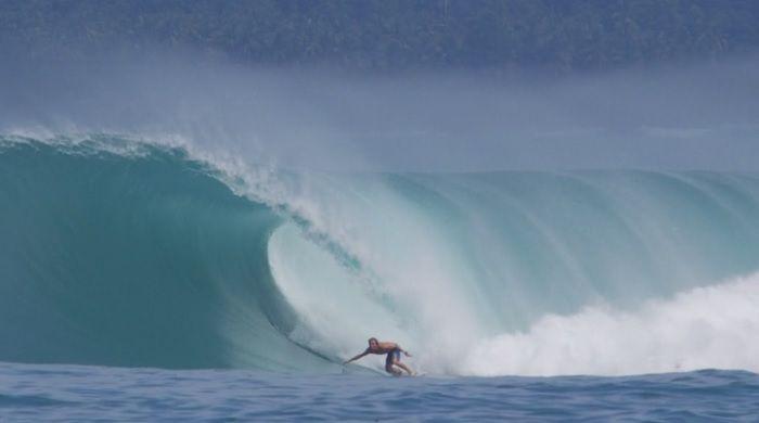 サーフィン激戦区から台頭するシェルドン・シムカス!フリーサーフ動画