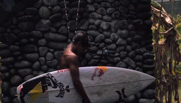 世界トップレベルのエアリアル!イーライ・ハンネマンが15歳の時のサーフ動画