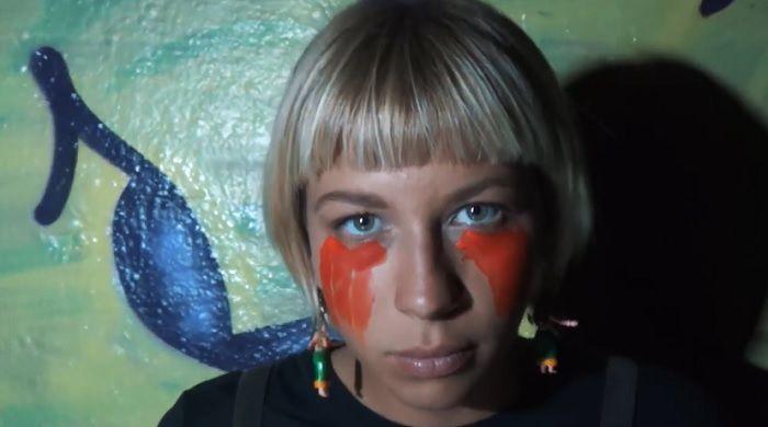 アーティストサーファーのジャリーサ・ヴィンセントがビラボンへ!ウェルカム動画