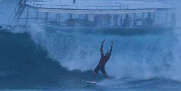 見ればサーフィンしたくなるはず!フィリペ・トレドのモルディブ動画