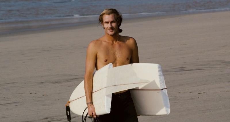 トレン・マーティンがメキシコへ!ツインフィンでビーチブレイクバレル動画